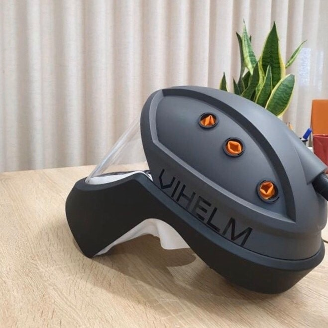 The second-generation Vihelm respirator, with a weight of 0.72 kilograms, is seen in a supplied photo.