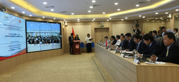 Business representatives and officials attend an online conference to promote Japanese investment flows into Vietnam in Hanoi, July 9, 2020. Photo: B.N. / Tuoi Tre