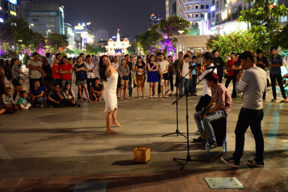 Weekend street art shows to play on downtown Saigon's walking street