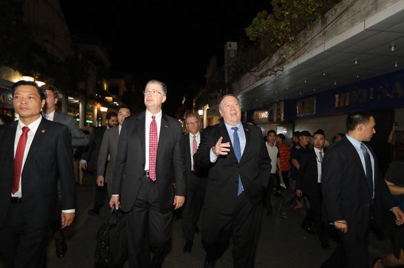 U.S. Secretary of StateMichael R.Pompeo (center, right) and U.S Ambassador to Vietnam Daniel Kritenbrink (center, left) go for a walk downtown Hanoi, Vietnam, July 2018. Photo: Viet Dung / Tuoi Tre