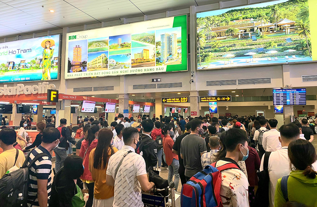 Delayed, canceled flights plague Vietnam's major airports as runway upgrades underway