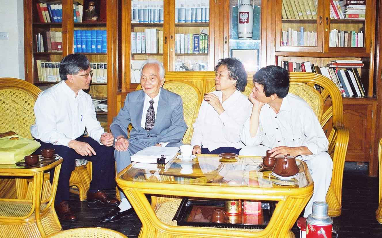 Bui Kien Thanh (left) sits next to Vietnamese General Vo Nguyen Giap during a work meeting in a supplied photo.