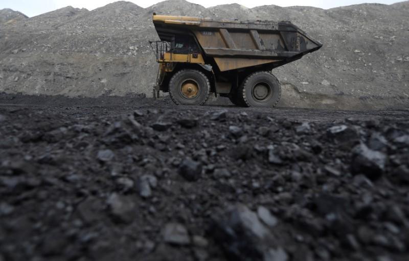 Vietnam imports first U.S. coal shipment, state coal miner says