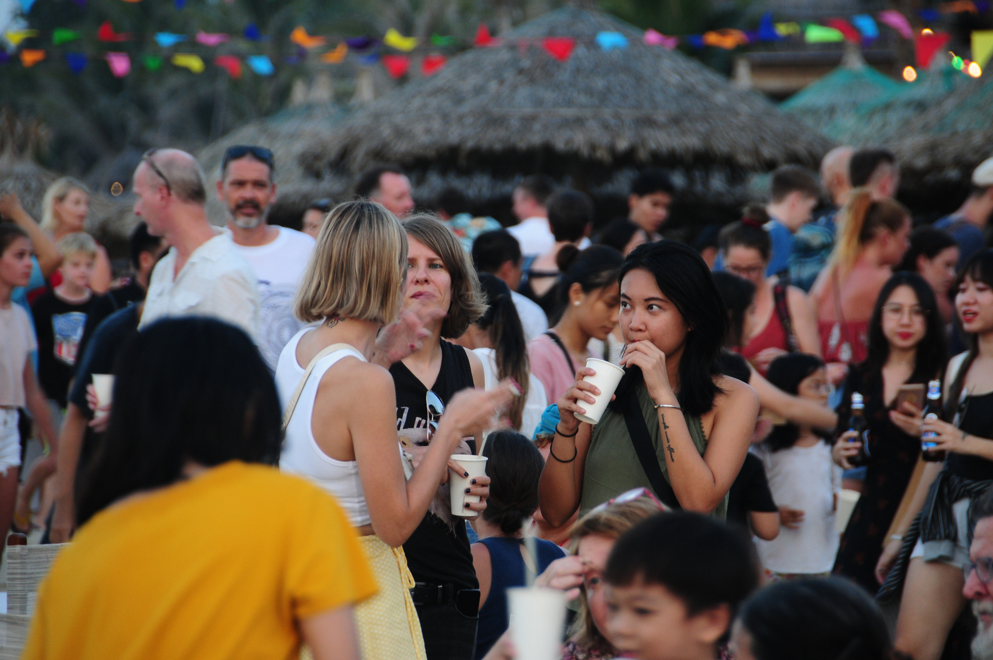 Visitors have a chat while enjoy their food at the 2020 An Bang Beach Food & Music Festival in Hoi An City, Quang Nam Province, Vietnam, July 18, 2020. Photo: B.D. / Tuoi Tre