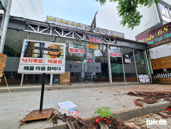 A restaurant is shut on one of the 'Korean Streets' in Tan Phong Ward, District, Ho Chi Minh City, July 19, 2020. Photo: Ngoc Hien / Tuoi Tre
