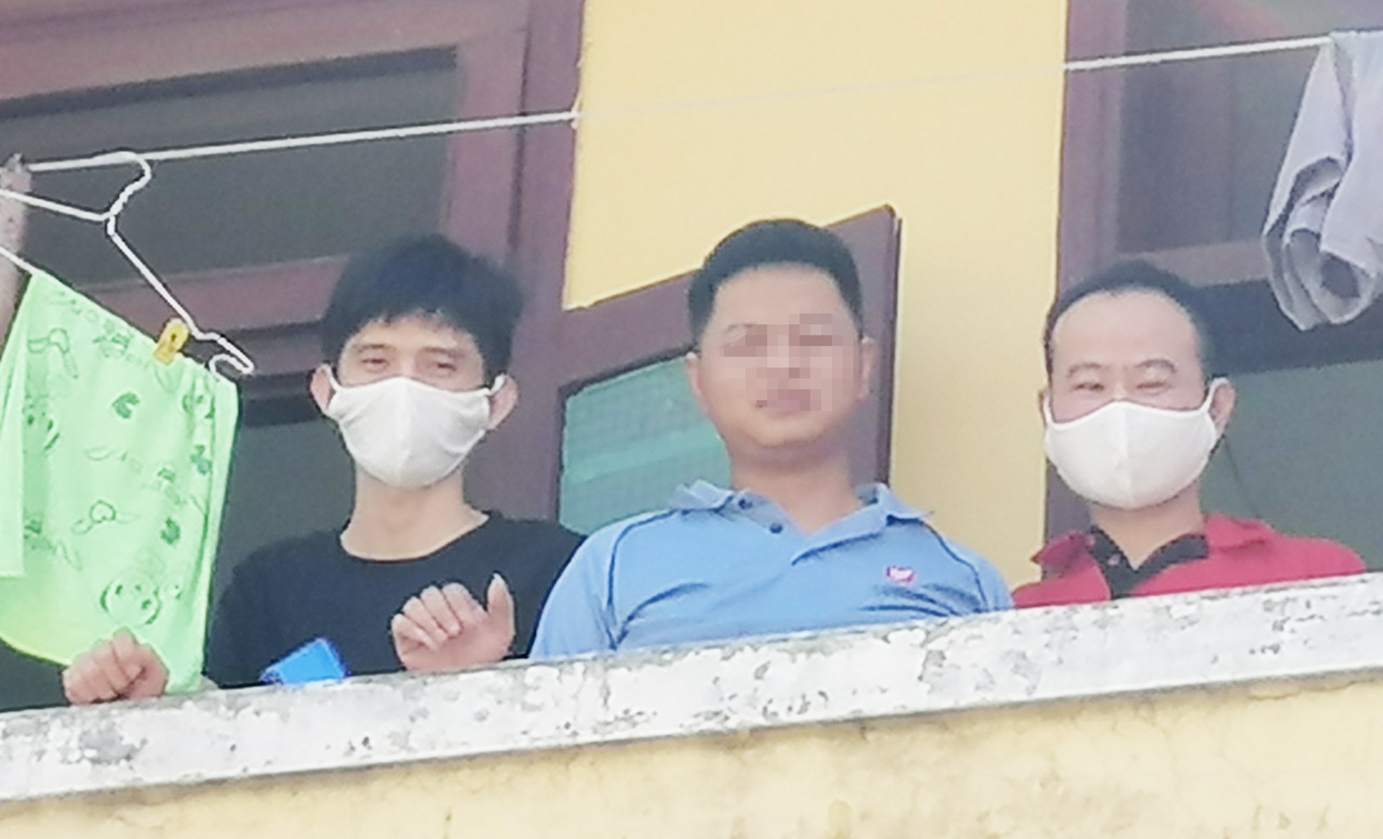 Three Chinese men are pictured inside a quarantine camp in Quang Nam Province, Vietnam, July 20, 2020. Photo: L.T. / Tuoi Tre