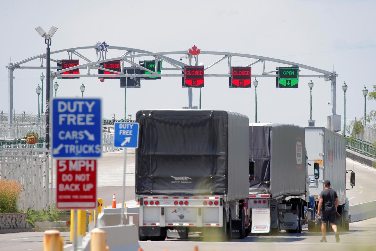 Leaky border: Tourists and quarantine cheats threaten Canada amid U.S. COVID-19 surge
