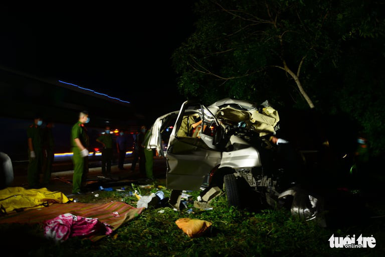 At least 8 killed in coach-truck collision in south-central Vietnam