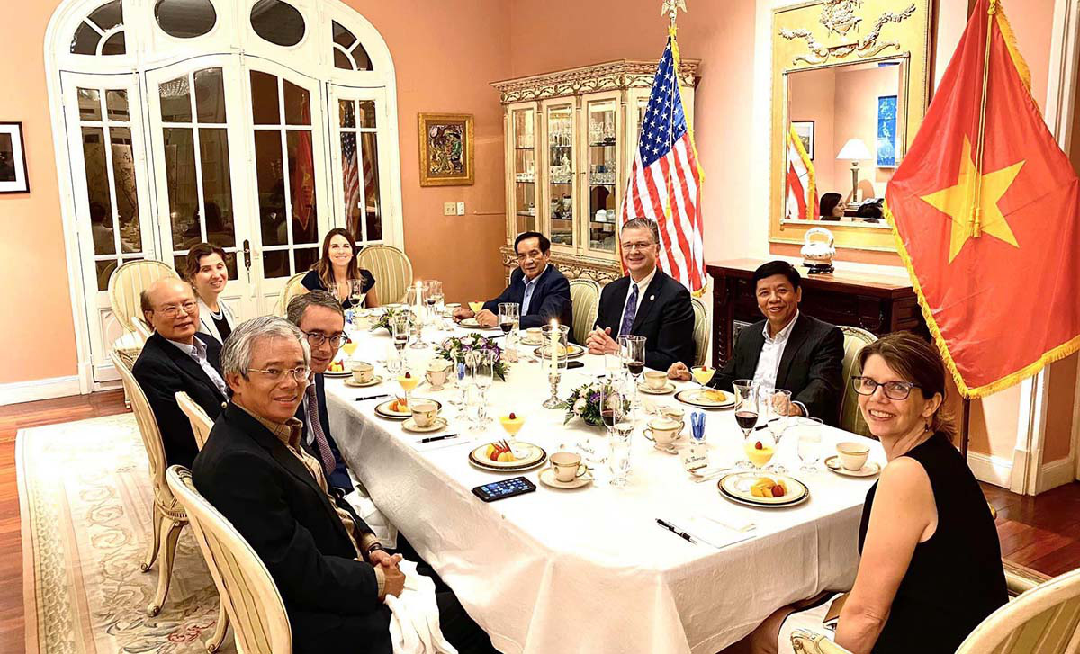 U.S. Ambassador to Vietnam Daniel Kritenbrink hosts former and incumbent Vietnamese ambassadors to the U.S. at the U.S. Embassy in Hanoi, July 7, 2020. Photo: U.S. Embassy in Hanoi