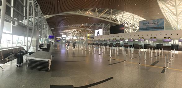 Vietnam halts int'l flights at Da Nang airport over suspected COVID-19 case
