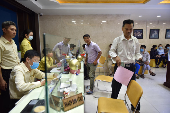 Gold prices continue shattering records in Vietnam