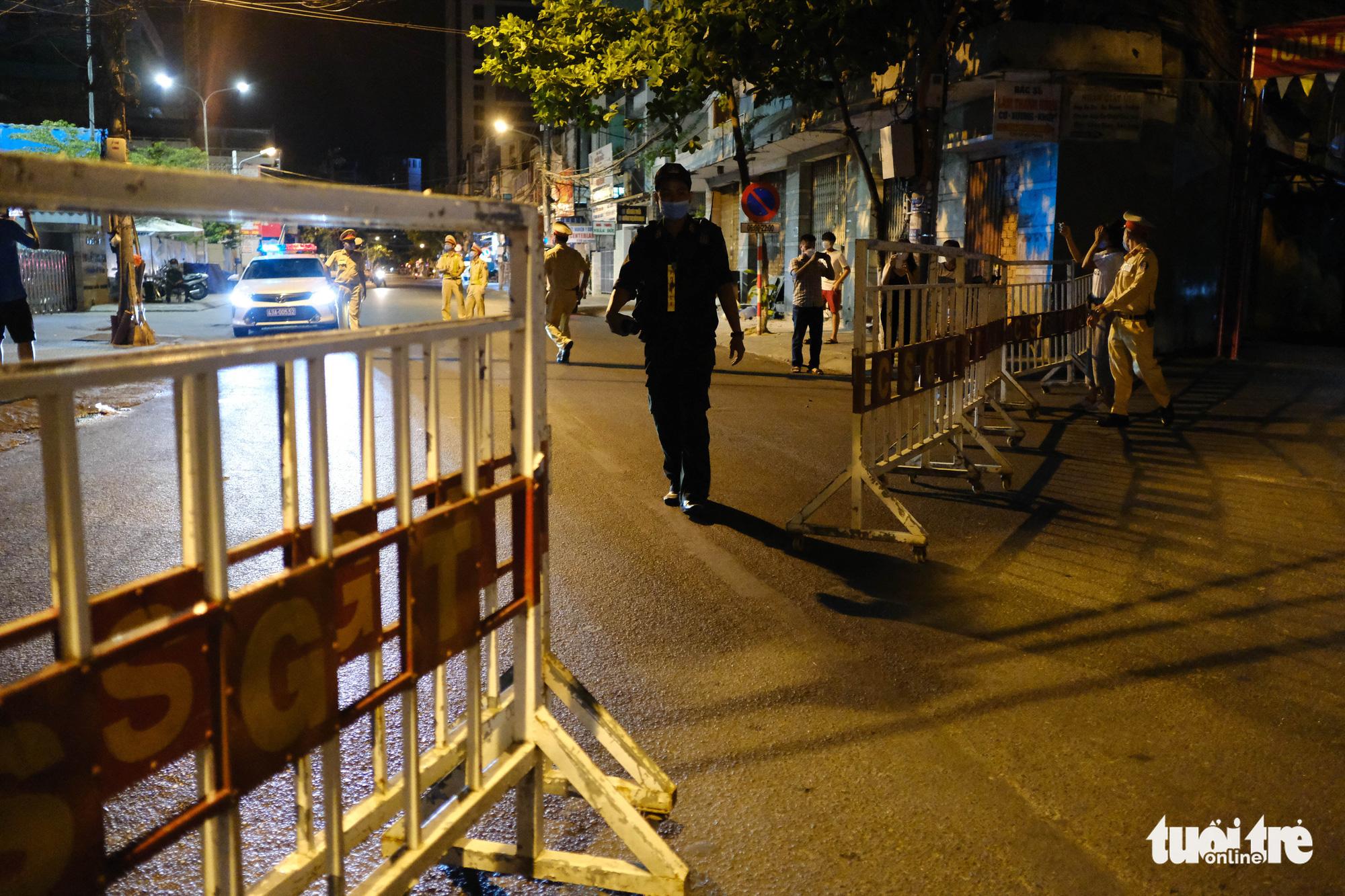 Hai Phong Street is fenced off in Da Nang City, Vietnam, July 28, 2020. Photo: Tan Luc / Tuoi Tre