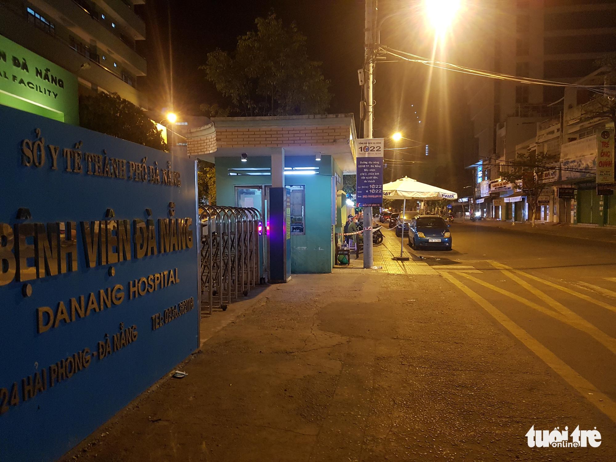 Da Nang Hospital is on lockdown in Da Nang City, Vietnam, July 28, 2020. Photo: Tan Luc / Tuoi Tre