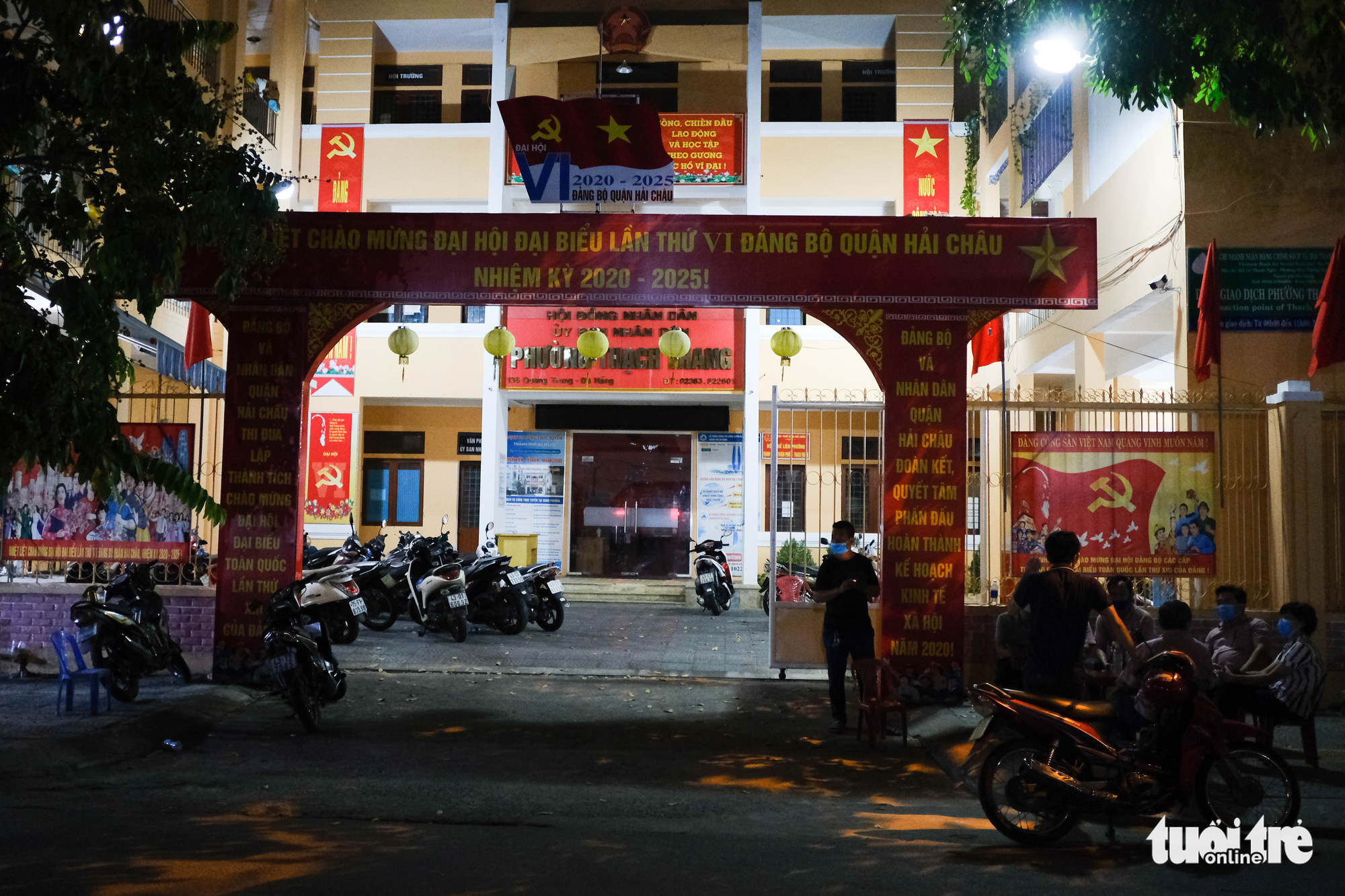 The headquarters of Thach Trang Ward is located inside the lockdown area in Da Nang City, Vietnam. Photo: Tan Luc / Tuoi Tre
