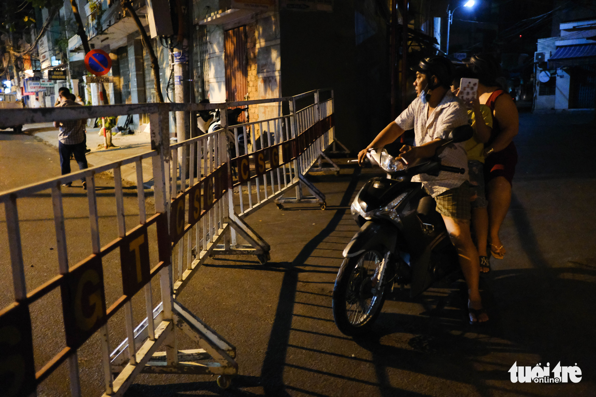A street is fenced off in Da Nang City, Vietnam, July 28, 2020. Photo: Tan Luc / Tuoi Tre