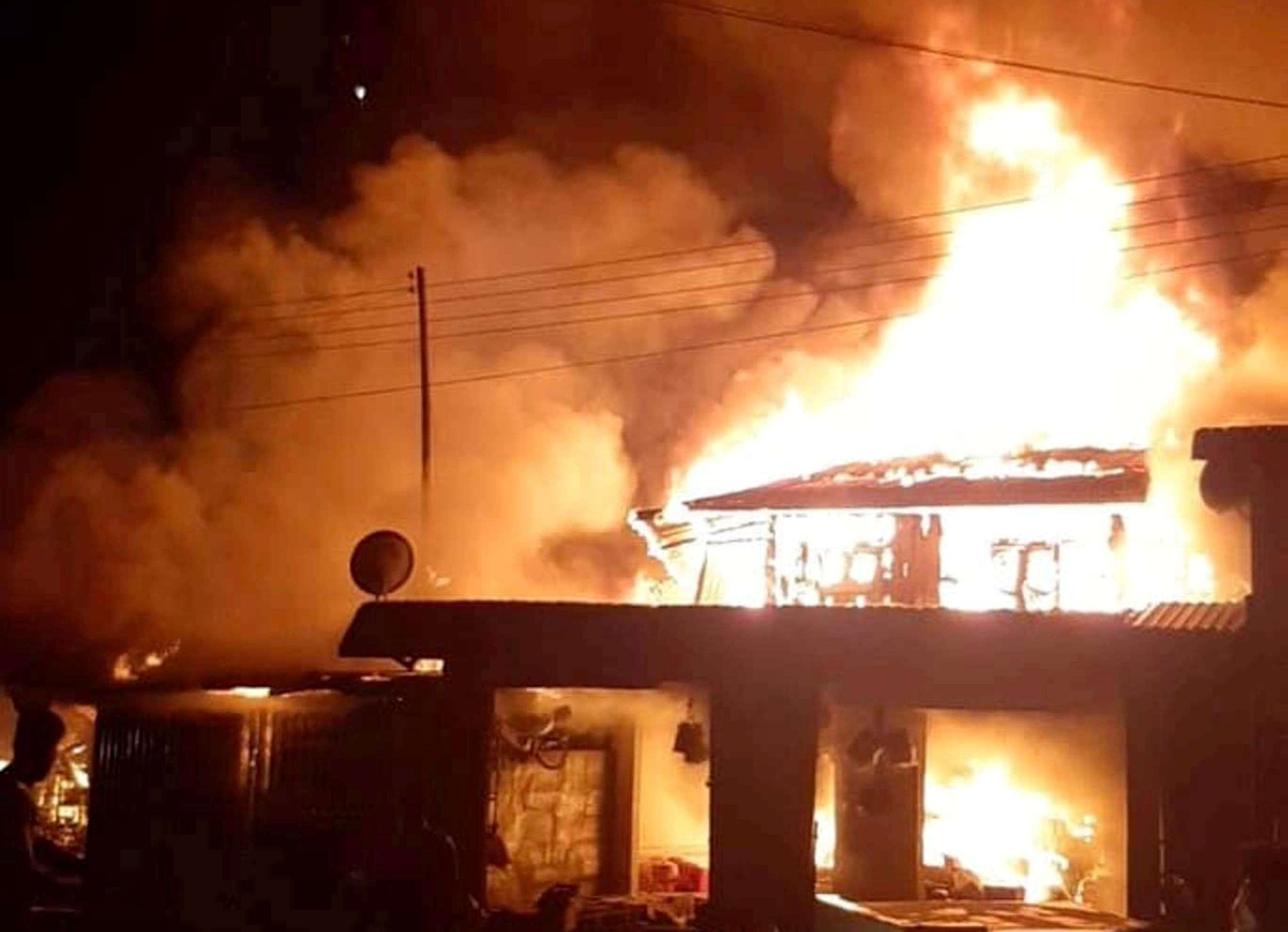 Vietnam sends officers to Laos to help put out market fire