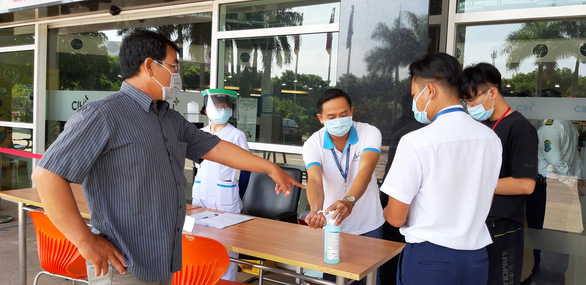 People wash hands at City International Hospital in Binh Tan District, Ho Chi Minh City, July 29, 2020. Photo: Duyen Phan / Tuoi Tre