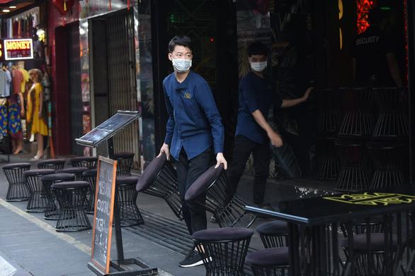 Saigon orders bars, discos to close down over COVID-19