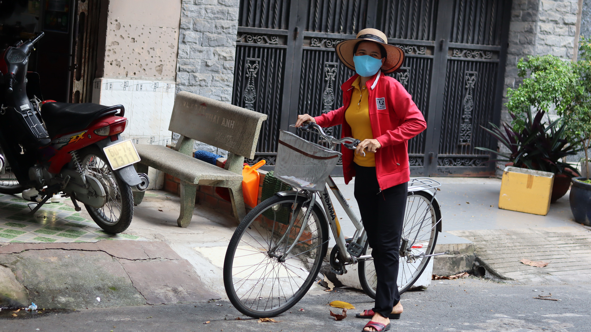 Mai, an hourly housekeeper in Tan Phu District, Ho Chi Minh City, struggles to find work during the novel coronavirus disease (COVID-19) pandemic. Photo: Le Van / Tuoi Tre