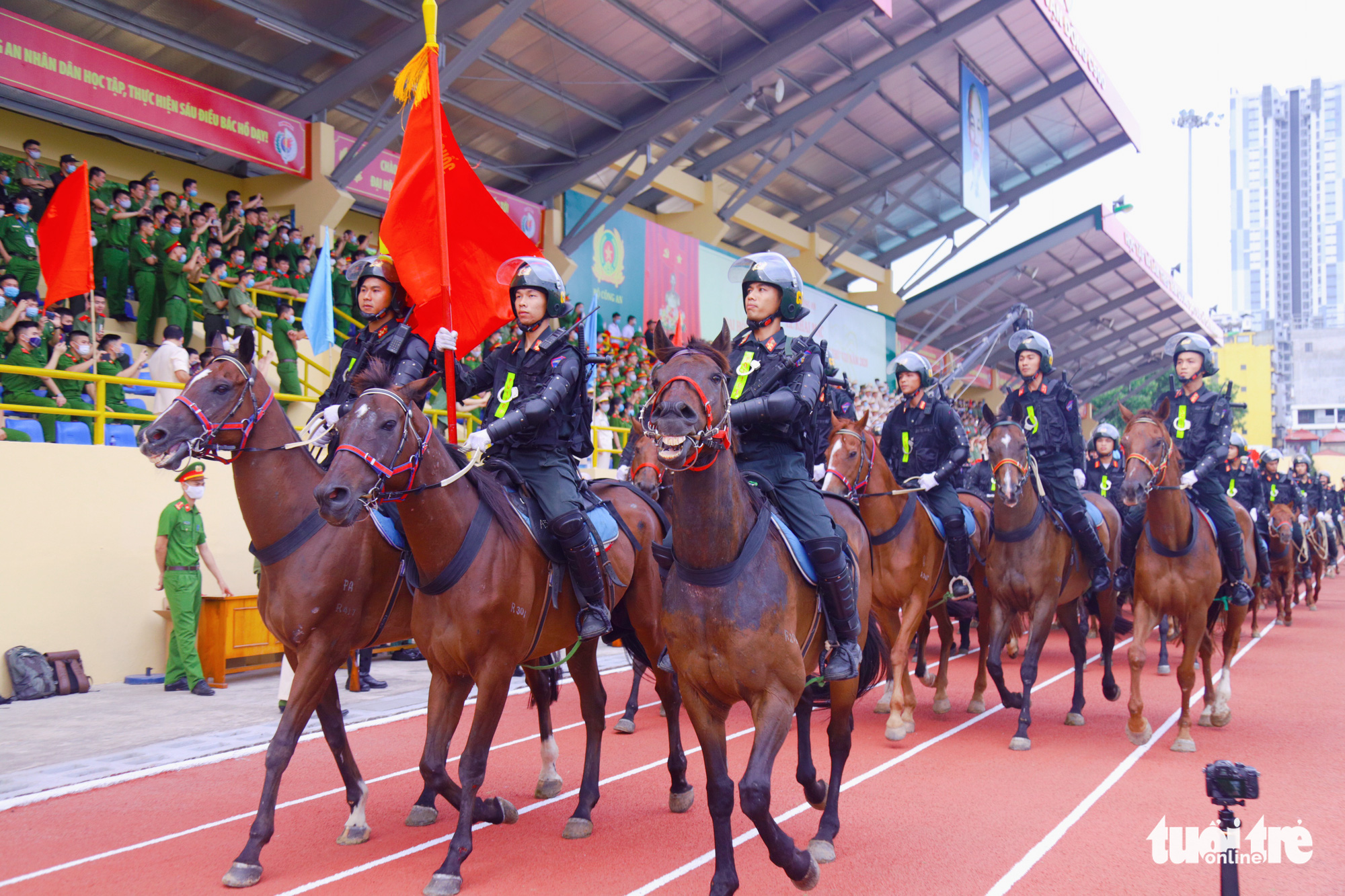 Mounted police force marches at the opening ceremony of the 'Stay Fit for National Security' Campaign in Hanoi, August 1, 2020. Photo: Danh Trong / Tuoi Tre