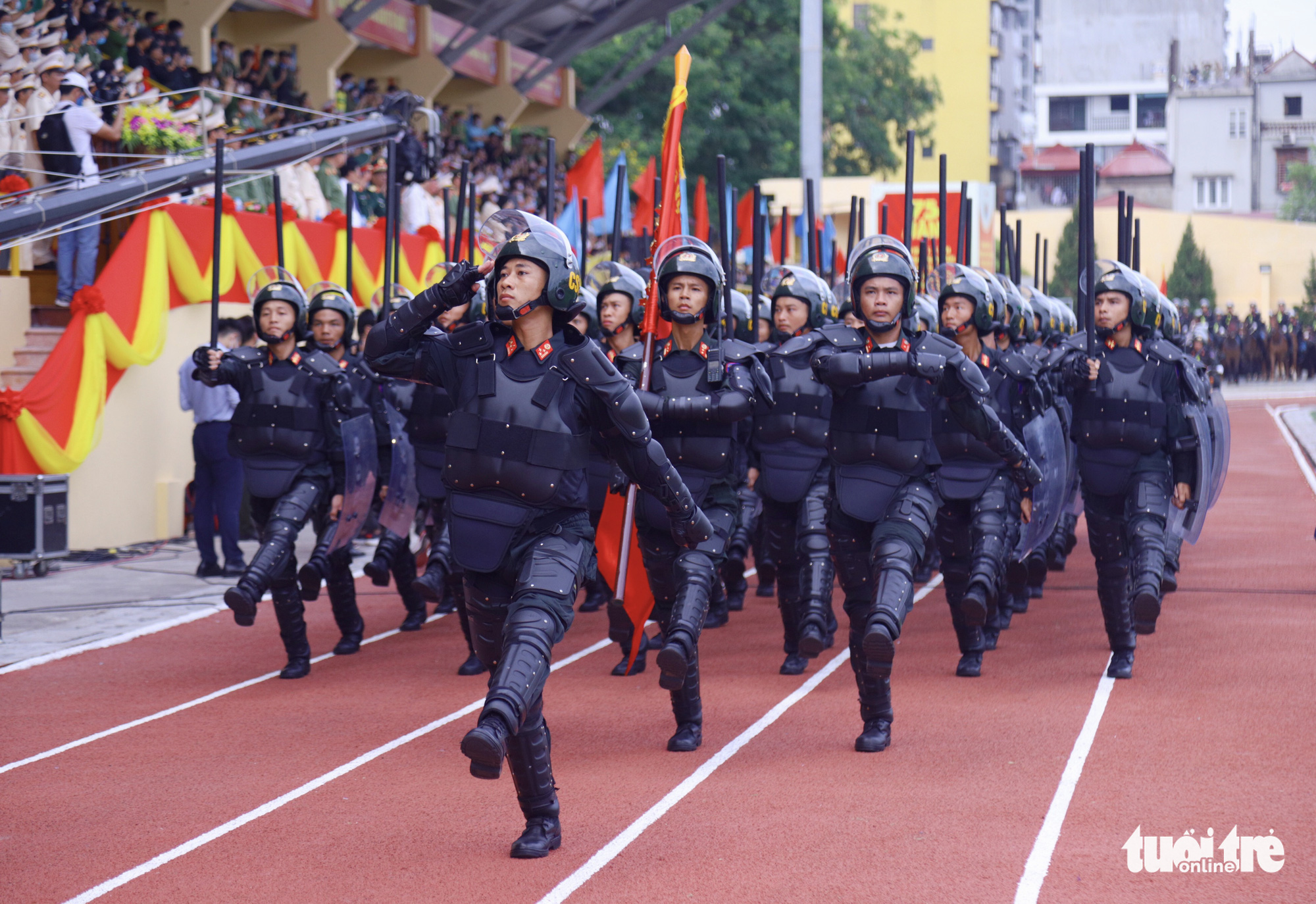 Police officers march during the opening ceremony of the 'Stay Fit for National Security' Campaign in Hanoi, August 1, 2020. Photo: Danh Trong / Tuoi Tre