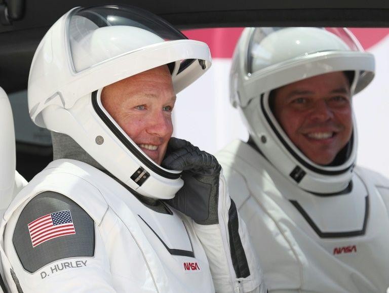 NASA astronauts Bob Behnken (R) and Doug Hurley prepare for lift-off to the International Space Station, May 30, 2020. Photo: AFP