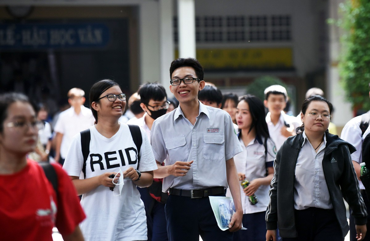Vietnam to press on with national high school exam despite COVID-19