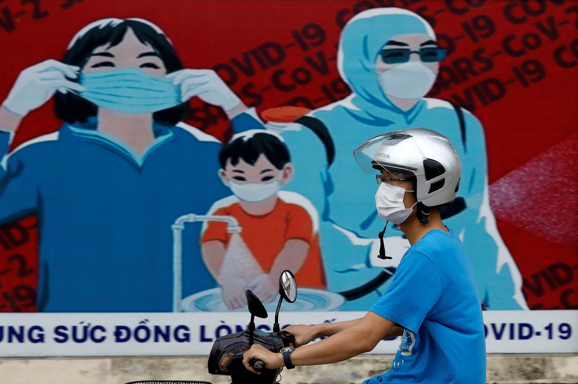Vietnam reports 1 new local coronavirus case, tally at 621