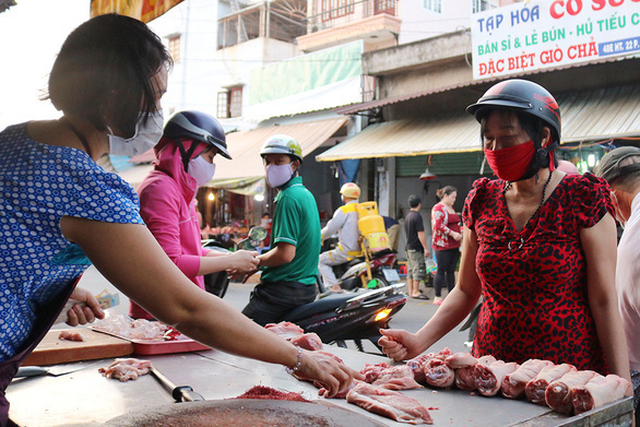 People wear face masks at a market in District 12, Ho Chi Minh City during the novel coronavirus disease (COVID-19) pandemic in this undated file photo. Photo: Ngoc Phuong / Tuoi Tre