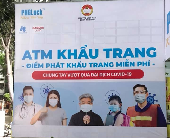 A banner introducing the Huynh Tuan Anh's 'face mask ATM' is hung at 204B Vuon Lai Street in Tan Phu District, Ho Chi Minh City, August 2020. Photo: Tuan Anh / Tuoi Tre
