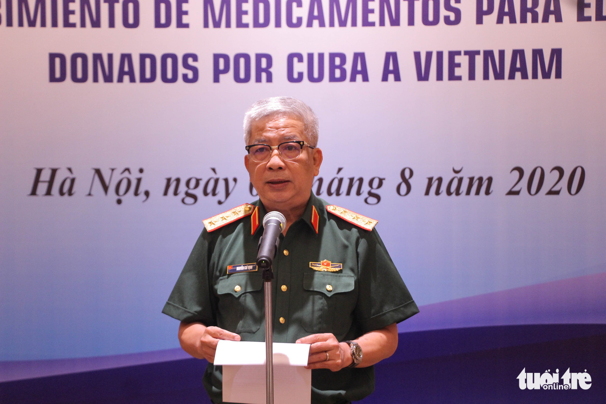 Vietnamese Deputy Minister of National Defense Nguyen Chi Vinh speaks at an aid handover ceremony in Hanoi, August 5, 2020. Photo: Hong Quan / Tuoi Tre