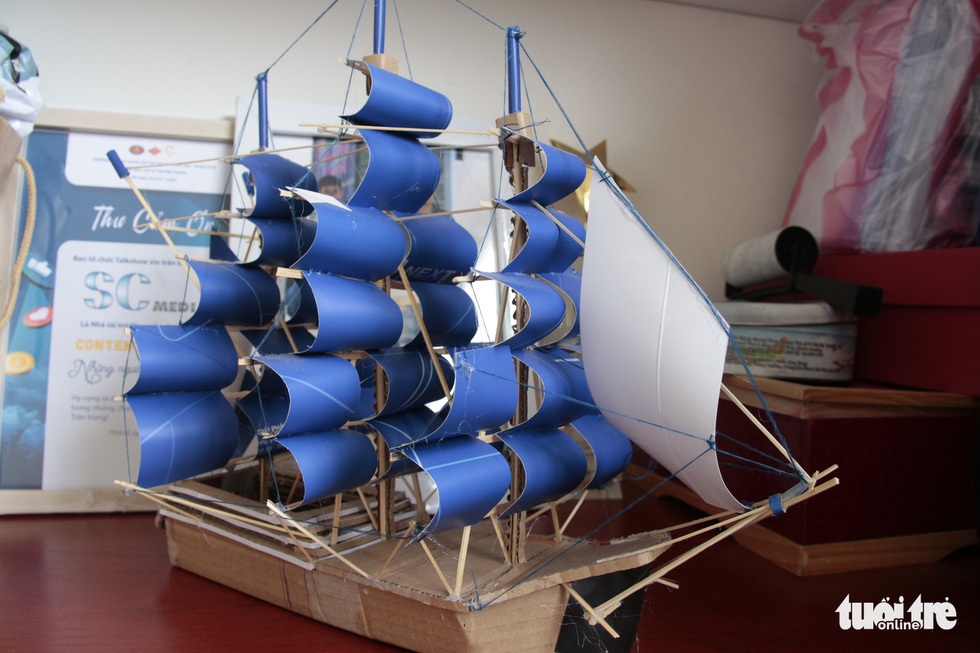 A ship model of a sailboat. Photo: Cong Trieu / Tuoi Tre