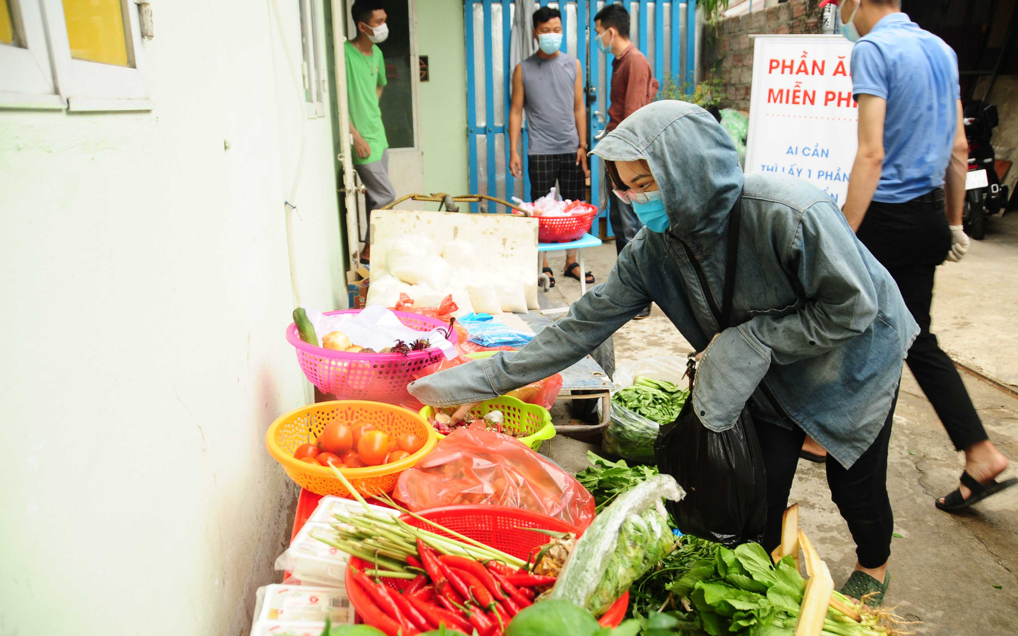 'Zero-VND Market' offers much needed aid for out-of-town students stranded in Da Nang