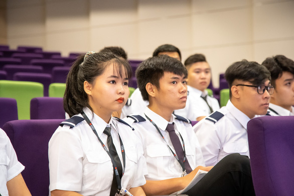 COVID-19 pushes aircraft pilot training online in Vietnam