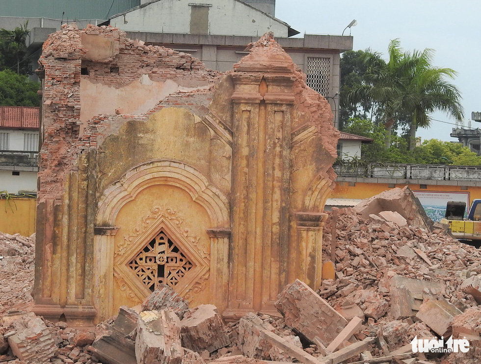The leftover of a belfry of Bui Chu Cathedral after being knocked from atop the church in Nam Dinh Province, Vietnam, August 1, 2020. Photo: Thien Dieu / Tuoi Tre