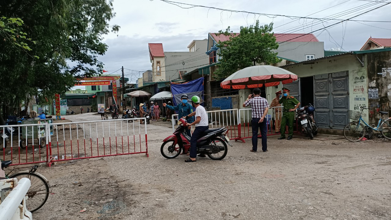 Vietnamese province gets tough on officials showing oversight in COVID-19 control