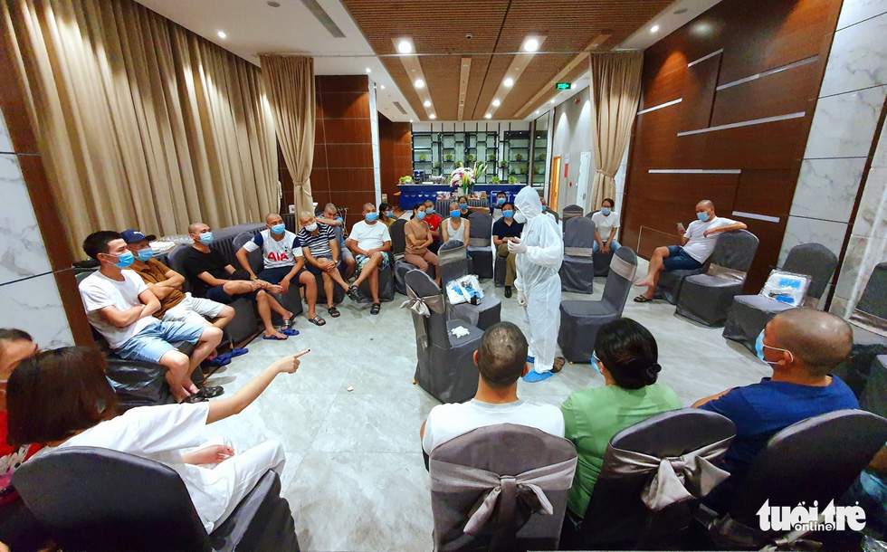 Medical practitioners from Hai Phong City's task force receive safety instructions before going on a mission trip to Da Nang, Vietnam's COVID-19 epicenter. Photo: Tuoi Tre
