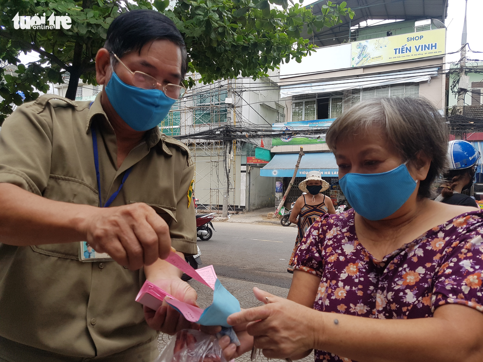 Da Nang restricts market visits with 'access tickets'