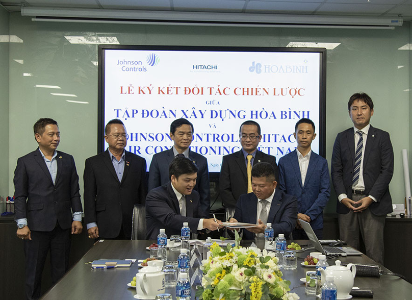 Hoa Binh signs strategic cooperation agreement with Johnson Controls-Hitachi Air Conditioning Vietnam
