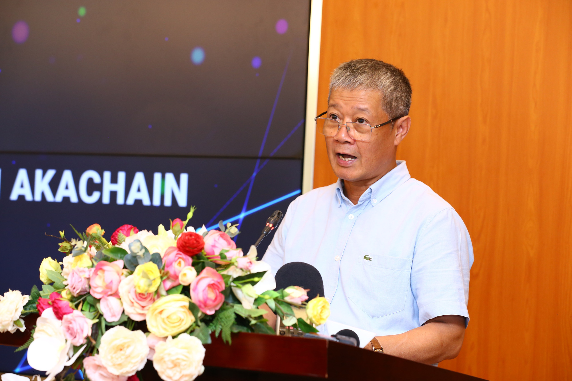 Nguyen Thanh Hung, Vietnamese deputy minister of Information and Communications, speaks at the launch event of akaChain in Hanoi, Vietnam, August 13, 2020. Photo: Pham Phong / Tuoi Tre