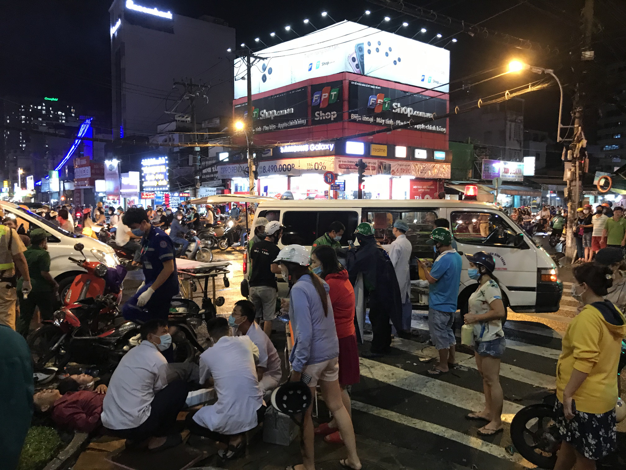 10 injured as car plows into motorbikes at red light in Saigon