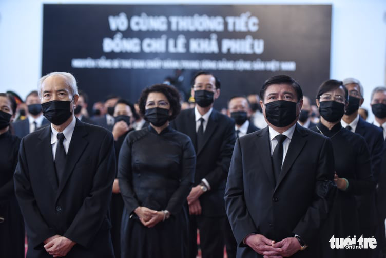 Ho Chi Minh City's leaders attend the respect-paying ceremony and memorial service for former Party General Secretary Le Kha Phieu in Ho Chi Minh City, August 15, 2020. Photo: Duyen Phan / Tuoi Tre