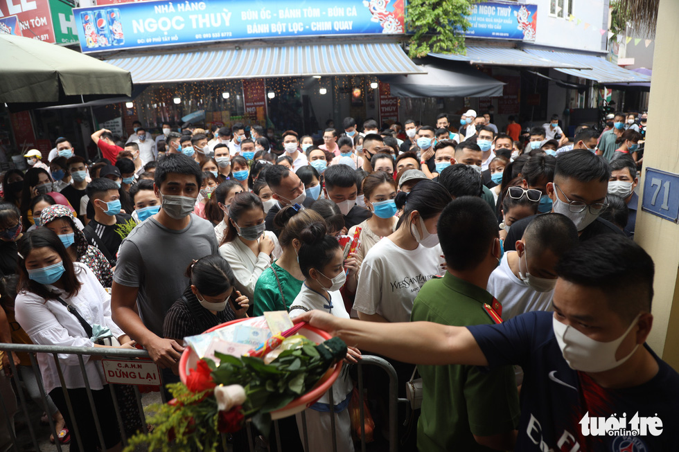 Hanoi closes temple afterdroves worshipamidstay-at-home appeal