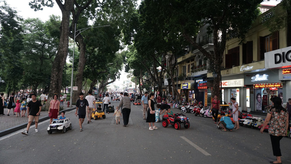 Hanoi suspends weekend activities in downtown pedestrian zone over COVID-19