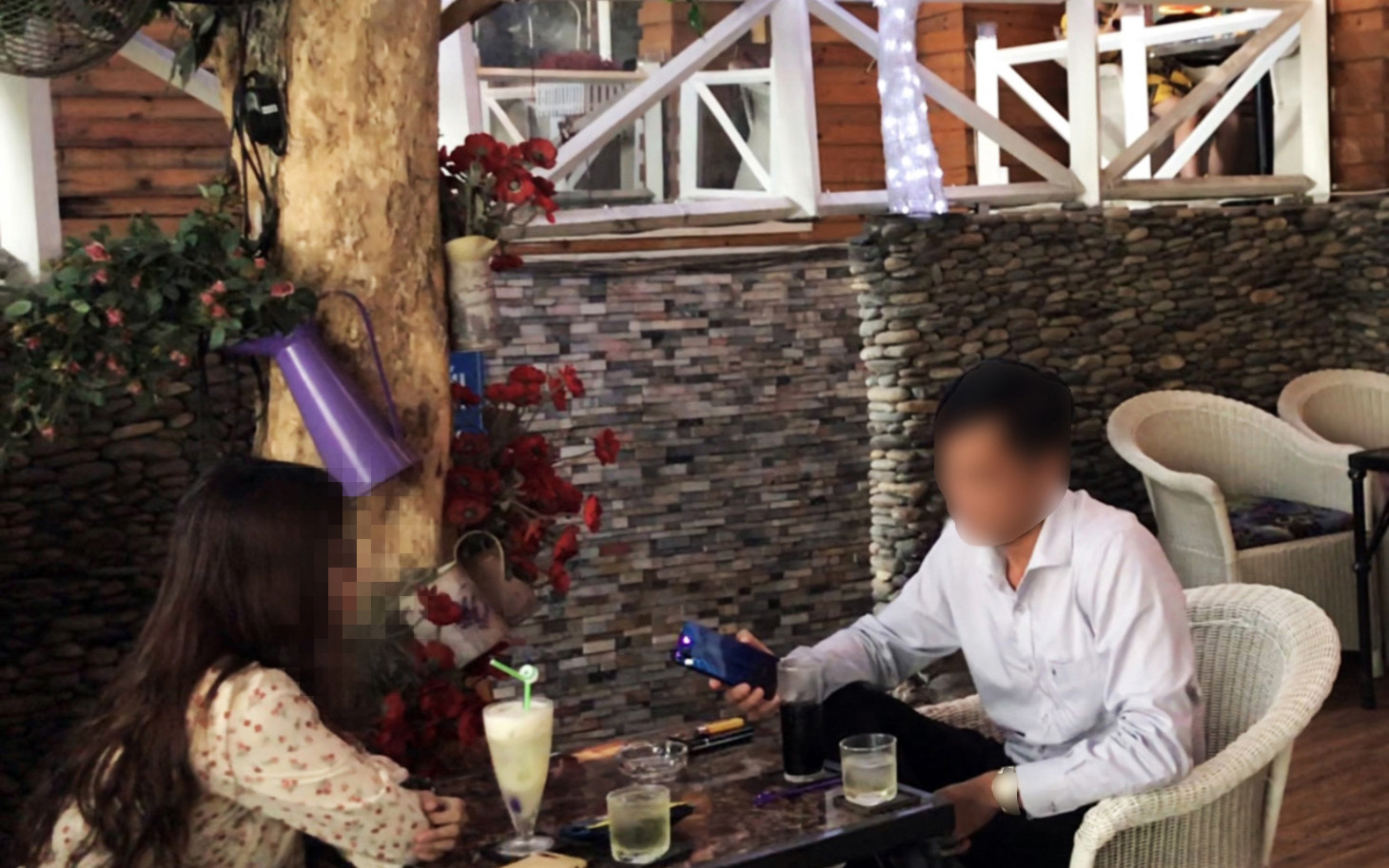 A Tuoi Tre (Youth) newspaper reporter (left) disguised as a sugar baby hopeful is seen discussing relationship details with a sugar daddy candidate whom she got in contact from a Facebook group. Photo: Le Phan / Tuoi Tre