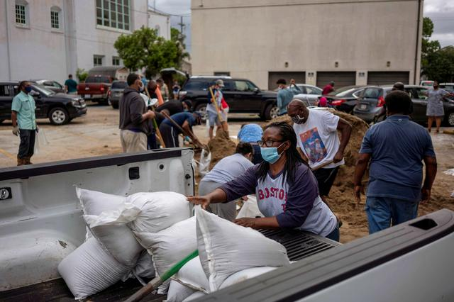 Pandemic stresses massive Hurricane Laura evacuations in Texas, Louisiana