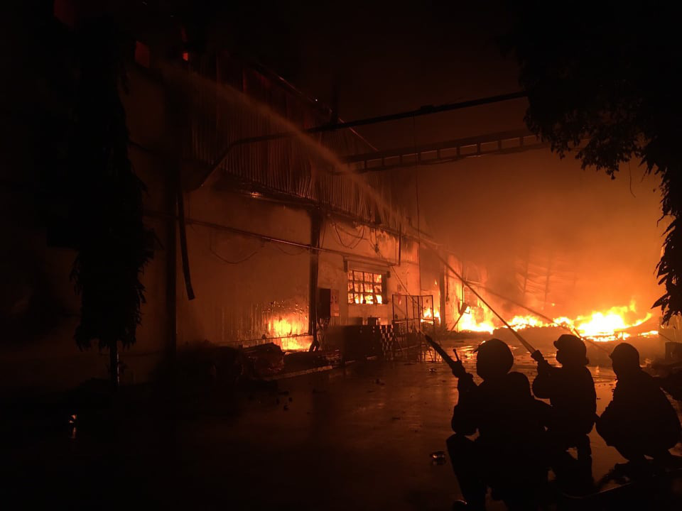 Fire destroys 4,200sqm warehouse in Ho Chi Minh City