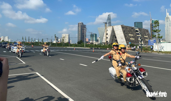 The all-female escort team patrol on a street in Ho Chi Minh City, August 25, 2020. Photo: Thu Dung / Tuoi Tre