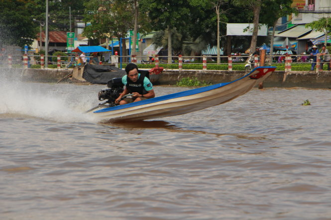 Lightweight composite boat racers set sail in Vietnam's Mekong Delta