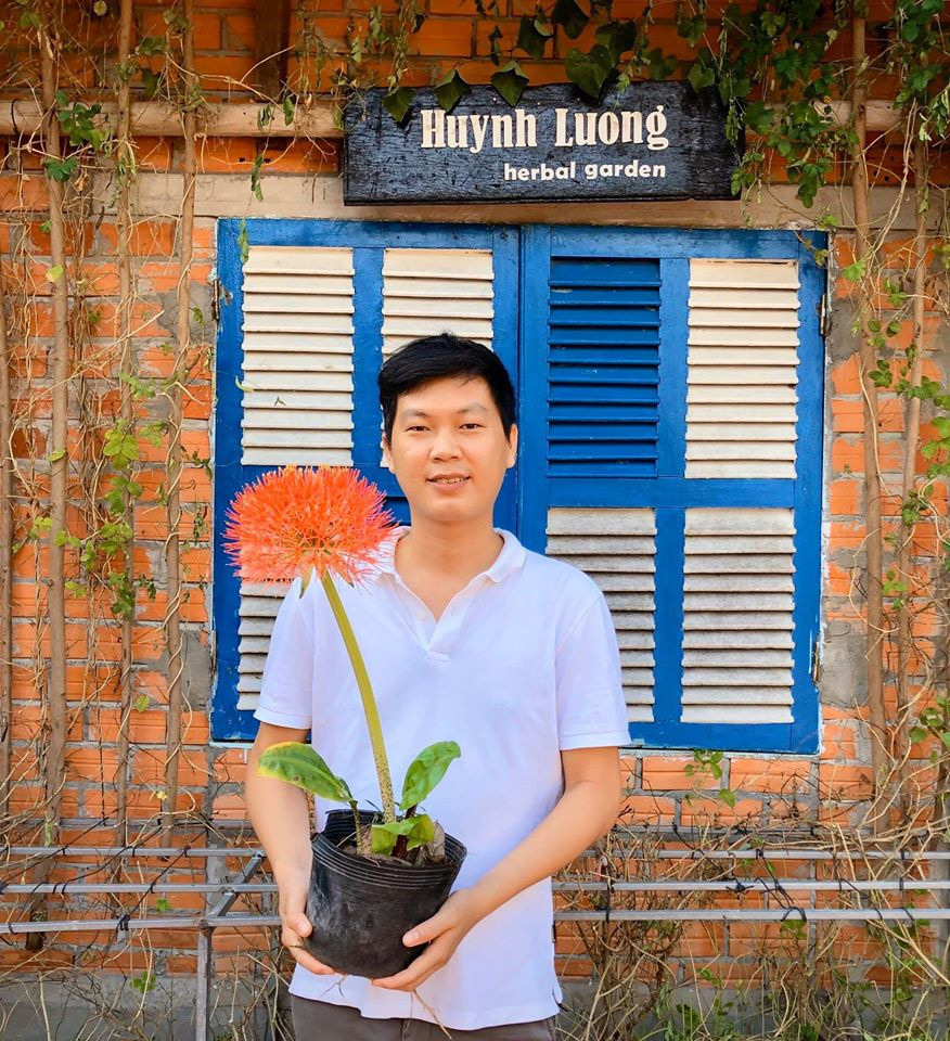 Ly Thanh Trieu, owner of Huynh Luong Clinic in Tay Ninh Province, Vietnam, dropped out of college to pursue a charitable career. To him, helping people is the true priority of life. Photo: L.D.L. / Tuoi Tre